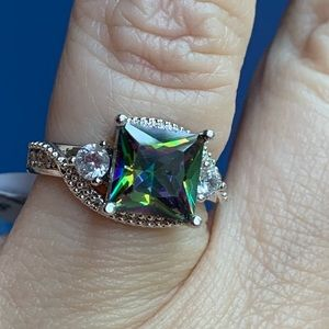 Jewelry - Absolutely stunning 925 Silver Mystic Topaz